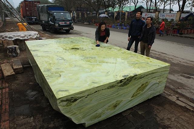 Sập ngọc nguyên khối nặng chục tấn: Đại gia bỏ tiền tỷ nằm mát lưng - 10