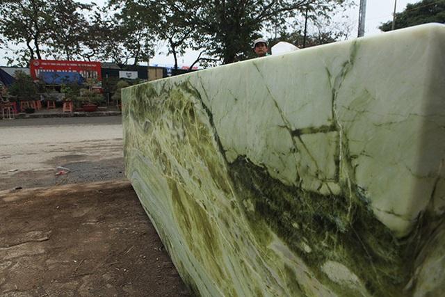 Sập ngọc nguyên khối nặng chục tấn: Đại gia bỏ tiền tỷ nằm mát lưng - 13