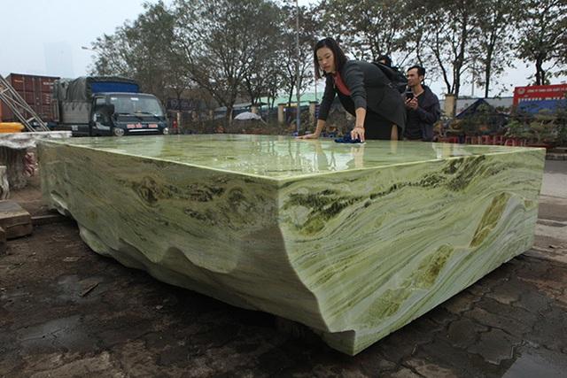 Sập ngọc nguyên khối nặng chục tấn: Đại gia bỏ tiền tỷ nằm mát lưng - 14