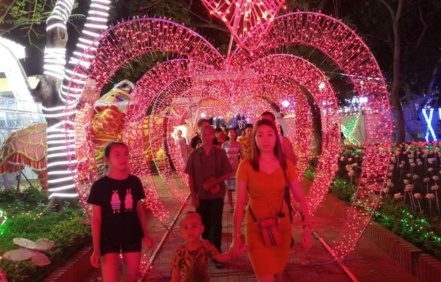 Hấp dẫn với lễ hội ánh sáng lần đầu tiên tại thành phố biển Sầm Sơn - 11