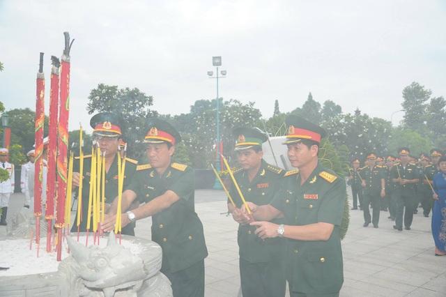 Lãnh đạo TPHCM viếng các anh hùng liệt sĩ - 6