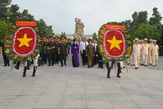 Lãnh đạo TPHCM viếng các anh hùng liệt sĩ - 1