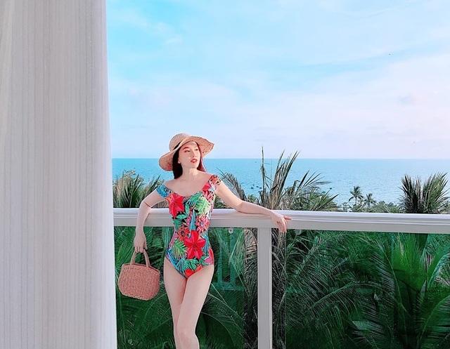 Hà Hồ, Kỳ Duyên và dàn mỹ nhân đua nhau diện áo tắm sexy, du hí sang chảnh - 11
