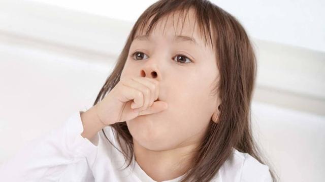 Cẩn trọng với sốt siêu vi ở trẻ mùa nắng nóng - 2