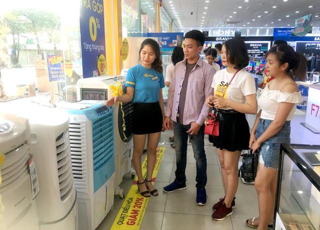 Cửa hàng, siêu thị điện máy vừa mừng vừa lo khi nắng nóng tới - 2
