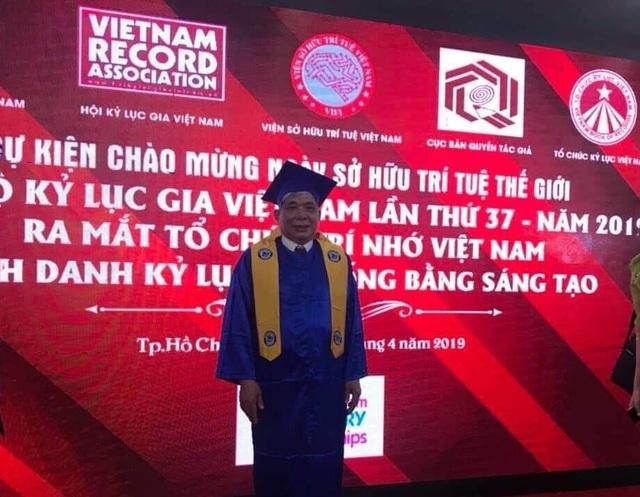 """Ở tuổi 73, ông chủ Tập đoàn Mường Thanh """"lão điếu cày"""" vẫn nhận bằng cử nhân của đại học danh giá - 2"""