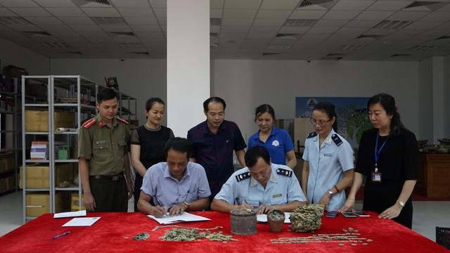 Gần 20kg tiền xu cổ 400 năm tuổi suýt bị xuất lậu sang Trung Quốc - 1