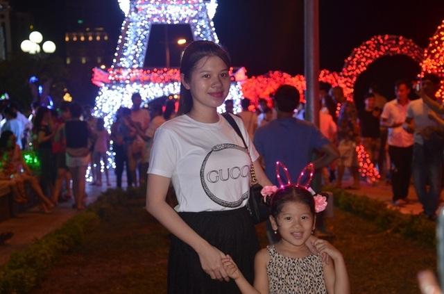 Bạn trẻ thích thú với lễ hội ánh sáng lần đầu tiên được tổ chức tại Quảng Bình - 8