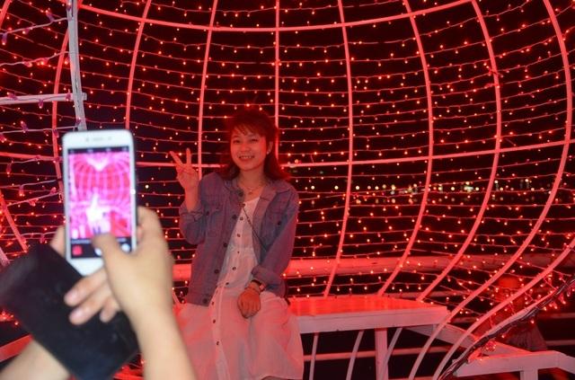 Bạn trẻ thích thú với lễ hội ánh sáng lần đầu tiên được tổ chức tại Quảng Bình - 5