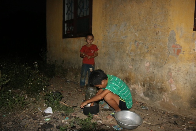 Cảm thương 150 học sinh dân tộc thiểu số kiếm con chữ trong những ngôi nhà tạm - 4