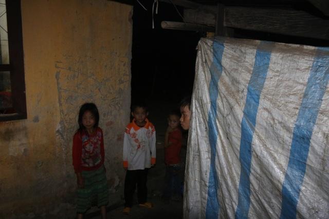 Cảm thương 150 học sinh dân tộc thiểu số kiếm con chữ trong những ngôi nhà tạm - 12