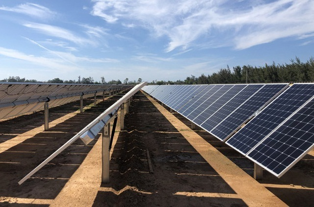 Quảng Ngãi:  Nhà máy điện mặt trời 900 tỷ đồng đi vào hoạt động - 2