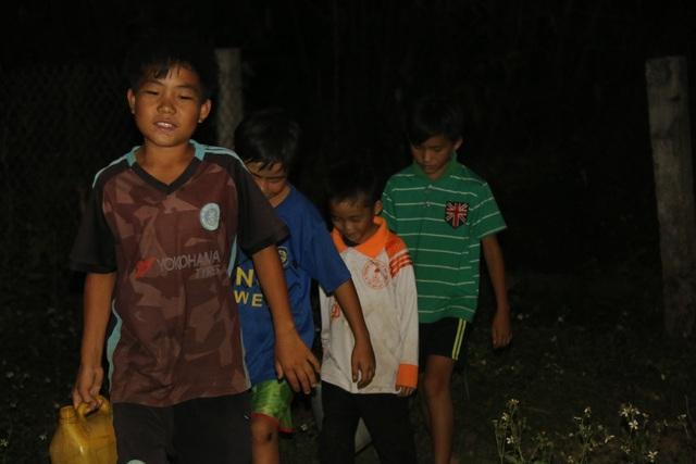 Cảm thương 150 học sinh dân tộc thiểu số kiếm con chữ trong những ngôi nhà tạm - 2