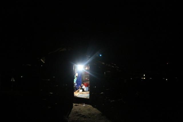 Cảm thương 150 học sinh dân tộc thiểu số kiếm con chữ trong những ngôi nhà tạm - 11
