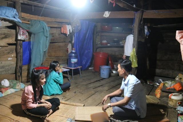 Cảm thương 150 học sinh dân tộc thiểu số kiếm con chữ trong những ngôi nhà tạm - 9