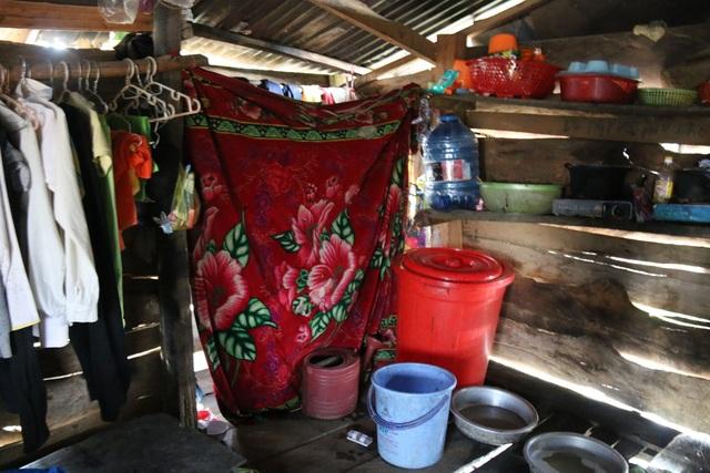 Cảm thương 150 học sinh dân tộc thiểu số kiếm con chữ trong những ngôi nhà tạm - 10