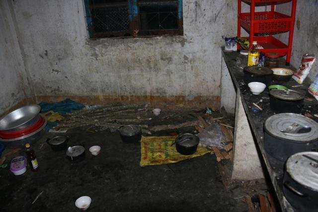 Cảm thương 150 học sinh dân tộc thiểu số kiếm con chữ trong những ngôi nhà tạm - 6