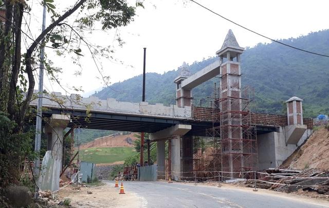 Cầu vượt của khu du lịch ở Đà Nẵng bất ngờ bắc ngang... quốc lộ - 1