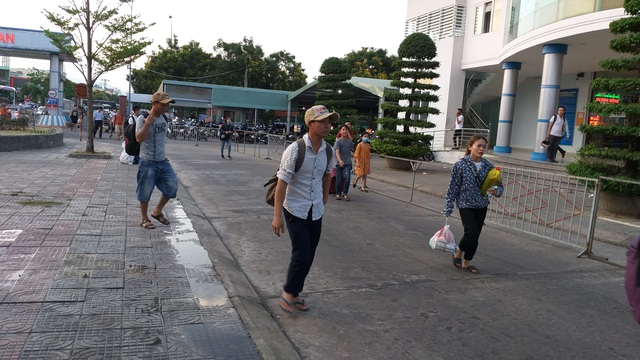 The Hanoi gate was terribly crowded when people gathered in the village on April 30th and 13th