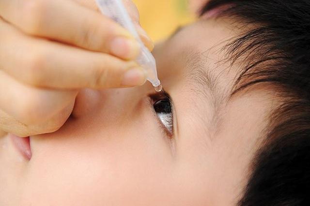 Những sai lầm khi sử dụng thuốc nhỏ mắt nhiều người thường gặp nhất - 2