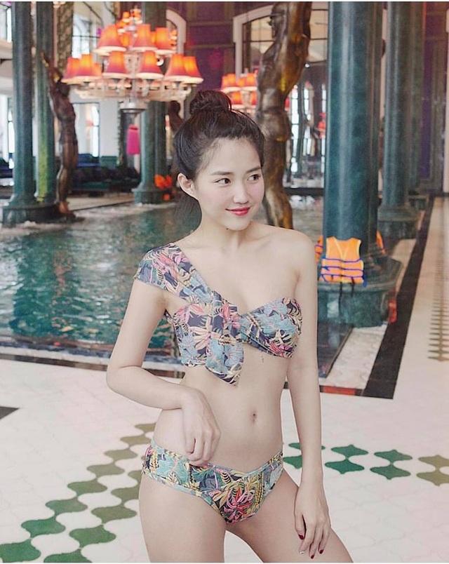 Nữ game thủ xinh đẹp Trinh Xíu khoe dáng với bikini cut-out - 1