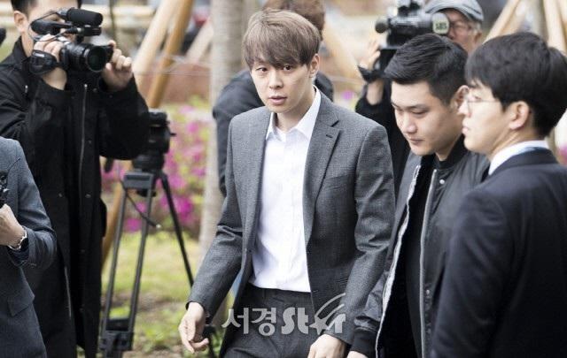 """""""Hoàng tử gác mái"""" Park Yoochun chính thức bị bắt vì tội sử dụng ma túy - 3"""