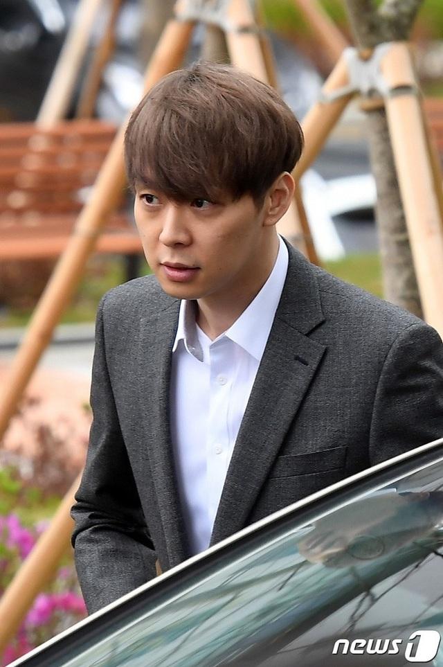 """""""Hoàng tử gác mái"""" Park Yoochun chính thức bị bắt vì tội sử dụng ma túy - 2"""