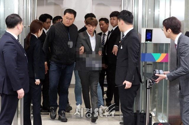 """""""Hoàng tử gác mái"""" Park Yoochun chính thức bị bắt vì tội sử dụng ma túy - 5"""