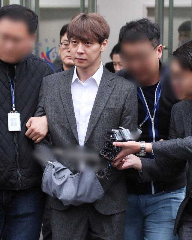 """""""Hoàng tử gác mái"""" Park Yoochun chính thức bị bắt vì tội sử dụng ma túy - 8"""