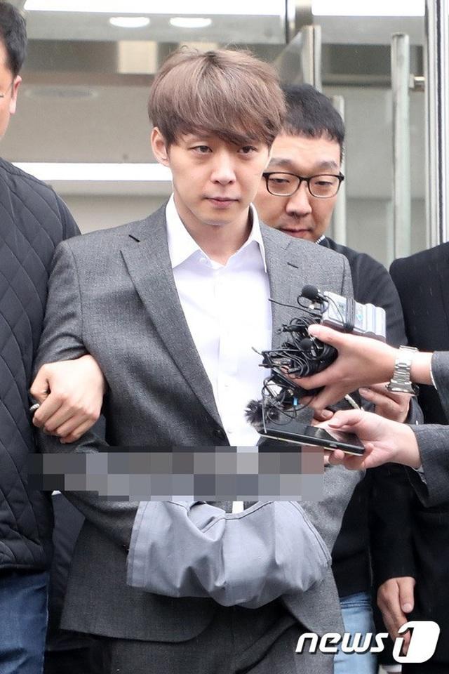 """""""Hoàng tử gác mái"""" Park Yoochun chính thức bị bắt vì tội sử dụng ma túy - 6"""