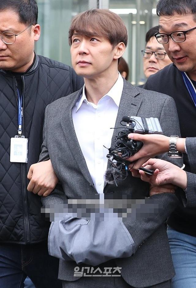 """""""Hoàng tử gác mái"""" Park Yoochun chính thức bị bắt vì tội sử dụng ma túy - 7"""