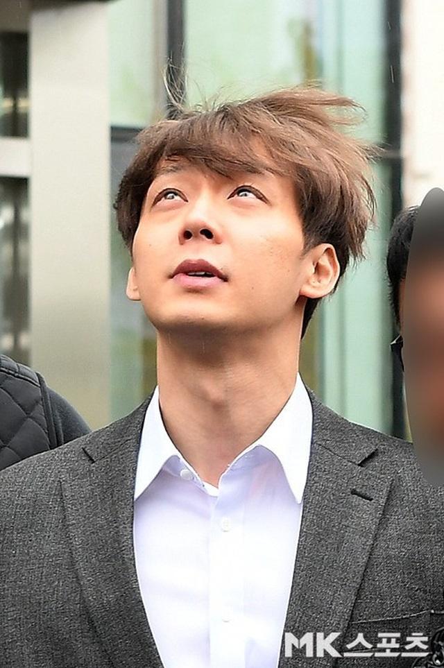 """""""Hoàng tử gác mái"""" Park Yoochun chính thức bị bắt vì tội sử dụng ma túy - 9"""