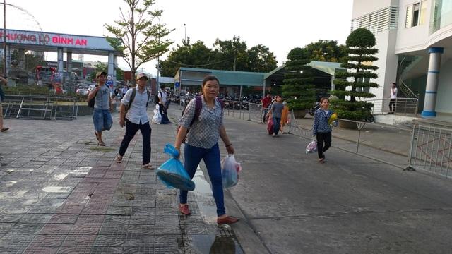 Cửa ngõ Hà Nội ùn tắc kinh hoàng khi người dân đổ về quê nghỉ lễ 30/4 - 15