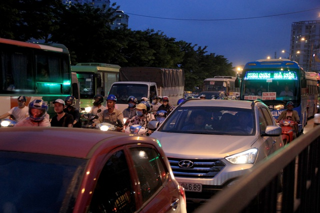 The Hanoi gate was terribly crowded when people gathered in the village on April 30 - September