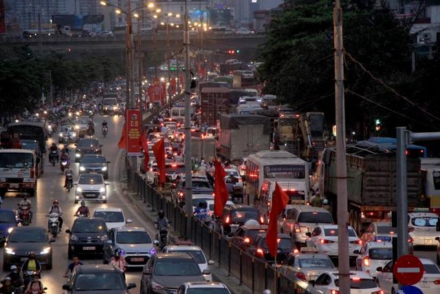 Cửa ngõ Hà Nội ùn tắc kinh hoàng khi người dân đổ về quê nghỉ lễ 30/4 - 12