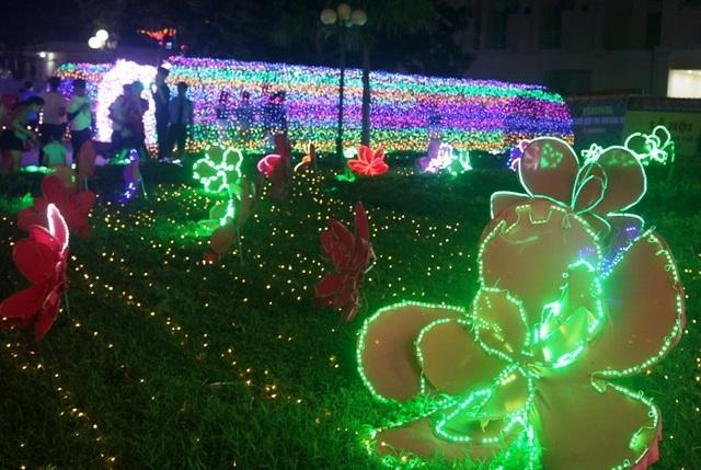 Hấp dẫn với lễ hội ánh sáng lần đầu tiên tại thành phố biển Sầm Sơn - 2