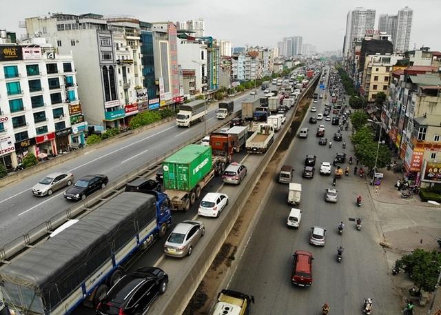 Bến xe Hà Nội đông nghịt người dân về quê nghỉ lễ - 9