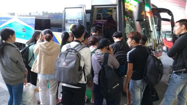 Cửa ngõ Hà Nội ùn tắc kinh hoàng khi người dân đổ về quê nghỉ lễ 30/4 - 17