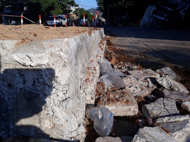 Bình Định: Dân chặn thi công vì đổ bê tông đường cao hơn nền nhà - 2