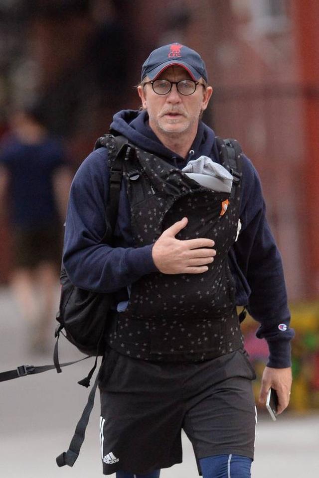Daniel Craig muốn từ giã James Bond trong hào quang  - 6