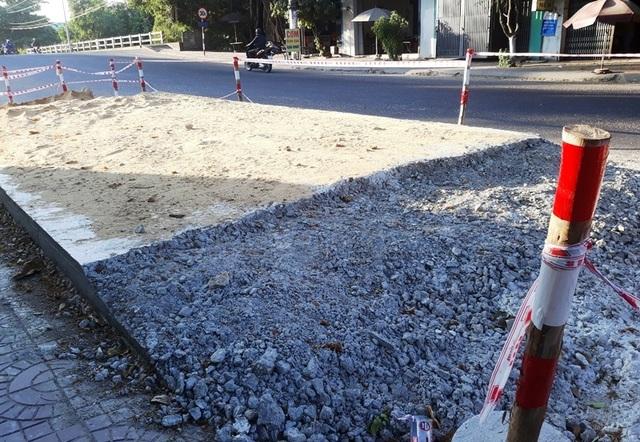 Bình Định: Dân chặn thi công vì đổ bê tông đường cao hơn nền nhà - 3