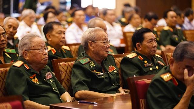 Bí thư Nguyễn Thiện Nhân trò chuyện với các tướng lĩnh nghỉ hưu - 2
