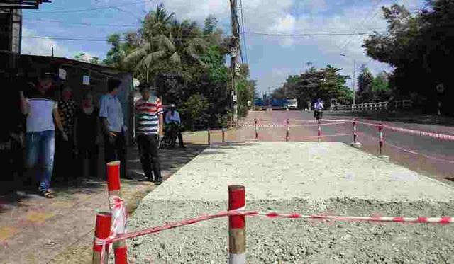 Bình Định: Dân chặn thi công vì đổ bê tông đường cao hơn nền nhà - 1