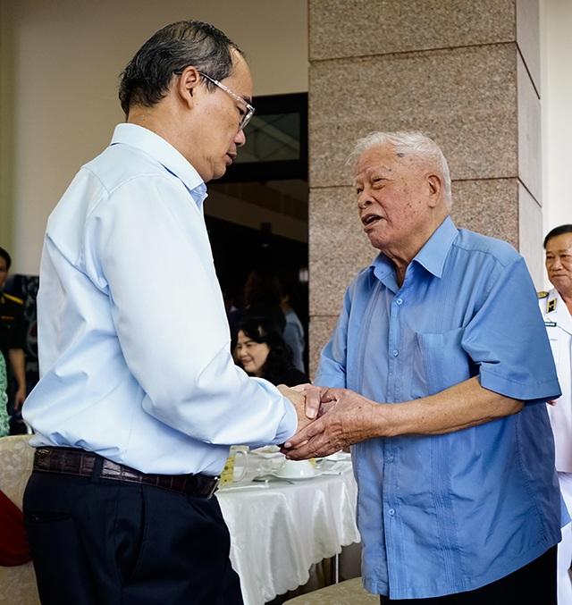Bí thư Nguyễn Thiện Nhân trò chuyện với các tướng lĩnh nghỉ hưu - 8
