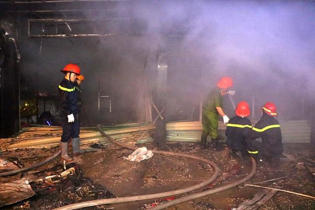 Tiệm dán đề can cháy rụi trong đêm sau tiếng nổ lớn - 4