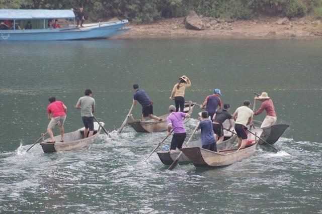 Rộn ràng Hội thi cá trắm và đua thuyền sông Son - 4