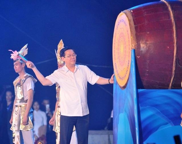Phó thủ tướng đánh trống khai mạc mùa du lịch biển Cửa Lò 2019 - 1
