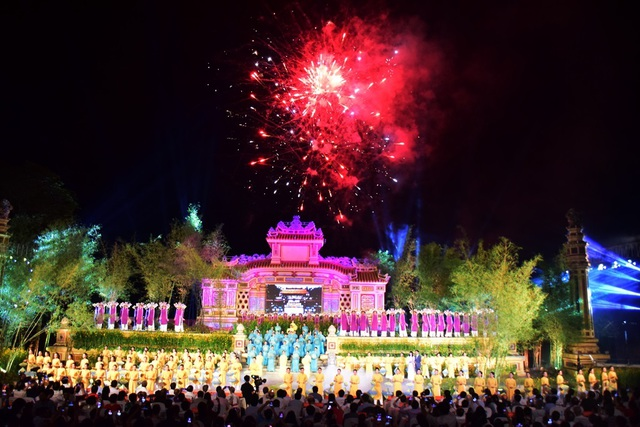Đông đảo du khách đến với Festival Nghề truyền thống Huế 2019 - 6