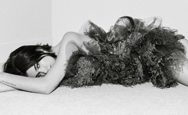 Dua Lipa quyến rũ và sang trọng trên tạp chí Elle - 7