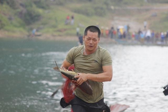 Rộn ràng Hội thi cá trắm và đua thuyền sông Son - 6